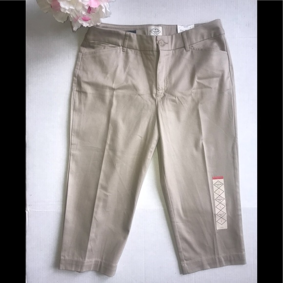 dbddd93ae6ab6 St Johns Bay Brand Crop Pants NWT